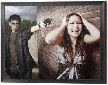 Thief wskazując pistolet na głowie kobiety