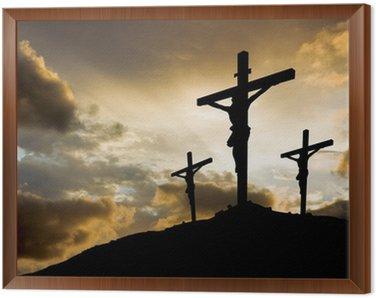 Trzy krzyże na zachodzie słońca