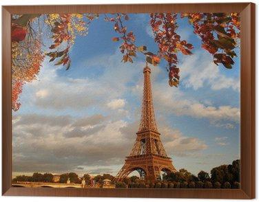 Wieża Eiffla z liści jesienią w Paryżu, Francja