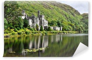 Papier Peint Vinyle Abbaye de Kylemore dans les montagnes du Connemara, en Irlande