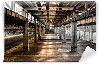 Papier Peint Vinyle Ancienne station de réparation de véhicules abandonnée