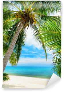Papier Peint Vinyle Arbre vert sur une plage de sable blanc