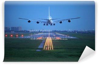 Papier Peint Vinyle Avion de voler au-dessus de la piste de décollage de l'aéroport