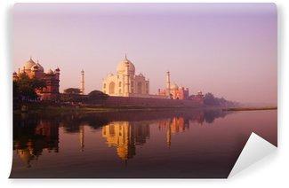 Papier Peint Vinyle Beau paysage de Taj Mahal et un plan d'eau