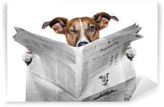 Papier Peint Vinyle Chien lisant un journal et un clin d'œil