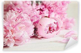 Papier Peint Vinyle Fleurs rose pivoine sur la surface du bois
