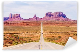 Papier Peint Lavable Descendant dans Monument Valley à la frontière de l'Utah Arizona