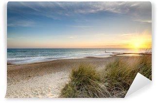 Papier Peint Lavable Lever de soleil sur une plage déserte