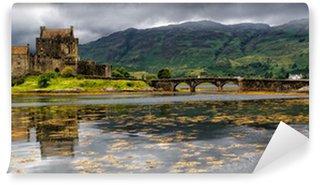 Papier Peint Vinyle Panoramique sur le château d'Eilean Donan, montagnes, Ecosse