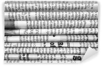 Papier Peint Vinyle Pile de journaux en noir et blanc