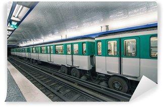 Papier Peint Vinyle Rame de métro à Paris. Scène parisienne de métro - France