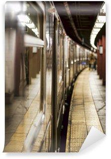 Papier Peint Vinyle Rame de métro sur une station