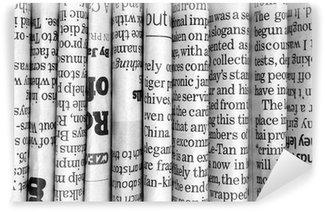 Papier Peint Vinyle Rangée de journaux en noir et blanc