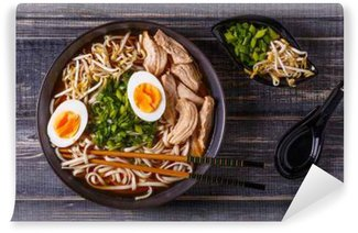 Papier Peint Vinyle Soupe de ramen japonais avec poulet, oeuf, la ciboulette et la germination.