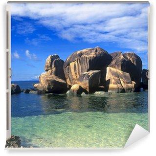 Papier Peint Vinyle Vue de la fenêtre ouverte sur le rivage des Seychelles