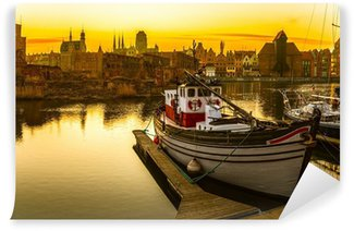 Gdansk - historiallinen kiillotus kaupunki auringonlaskun aikaan. Pesunkestävä Valokuvatapetti