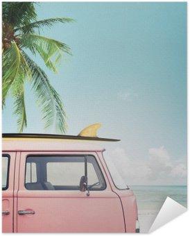 Pixerstick Poster Vintage bil parkerad på tropisk strand (havet) med en surfbräda på taket