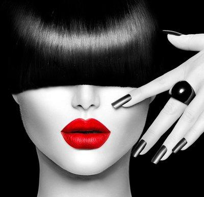 Plakát Modelka dívka s módní účes, make-up a manikúra