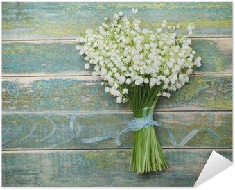Plakát Nádherná kytice květin konvalinky na vinobraní dřevěný stůl z výše uvedeného, rustikální pozadí