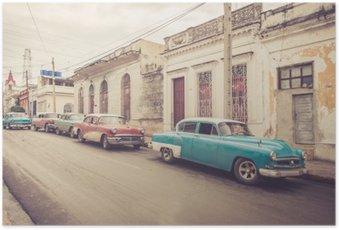 Plakát Oldtimer an der Straße | Kuba