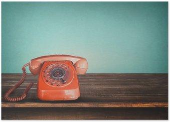 Plakát Retro červený telefon na stůl s vintage zelené pastelové pozadí