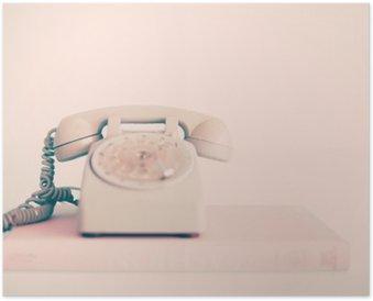 Plakát Růžová Vintage telefonní nad knihami