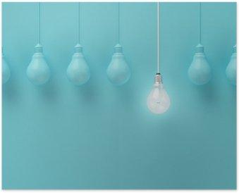 Plakát Visí žárovky s zářící jednu jinou představu o světle modrém pozadí, minimální koncept nápad, ploché laické uživatele, nahoře