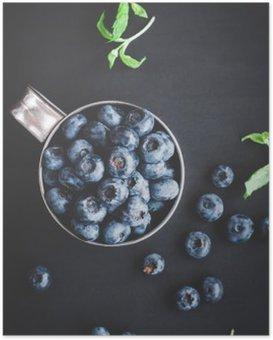 Poster Blueberry auf schwarzem Hintergrund. Draufsicht, flach lag