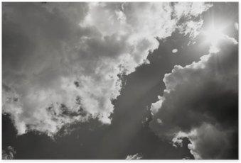 Poster Die Sonne bricht durch die Wolken. Schwarzweiß-Foto