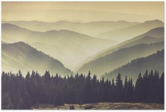Poster Landschaft des nebligen Berg Hügel.