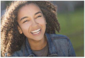 Poster Mischrennen-Afroamerikaner-Mädchen-Jugendlicher mit perfekten Zähnen