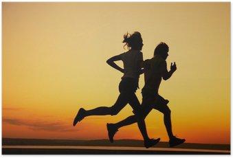 Poster Bir gün batımı birlikte Genç çift koşmak