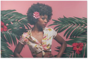 Póster Afroamericana sensual pin-up Entre las hojas de palma. Contra la Rosa B