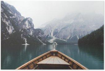 Poster Bateau en bois dans le lac Braies
