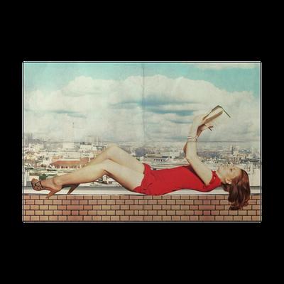 poster belle femme en robe rouge avec le livre sur le toit pixers nous vivons pour changer. Black Bedroom Furniture Sets. Home Design Ideas