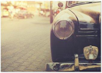 Poster HD Détail de la lampe de phare voiture classique garée en milieu urbain - style d'effet de filtre cru