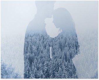 Poster L'amour en hiver, silhouette d'un couple sur fond de forêt, double exposition