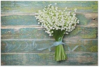 Poster Magnifique bouquet de fleurs de lys de la vallée sur la table en bois vintage à partir de ci-dessus, fond rustique
