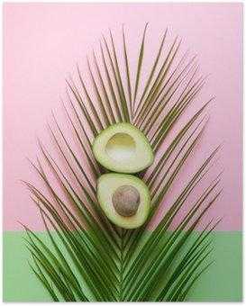 Poster Mogen avokado på palmblad på en färgad bakgrund. minimal koncept