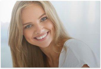 Poster Portret Mooie Gelukkige Vrouw Met Witte Tanden Glimlachen. Schoonheid. Hoge Resolutie Afbeelding