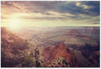 Poster Vintage afgezwakt zonsondergang boven de Grand Canyon, een van de belangrijkste toeristische bestemmingen in de Verenigde Staten.