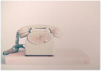 Poster Vintage téléphone rose sur les livres