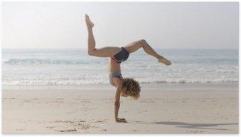 Poster Vrouw beoefenen van yoga buitenshuis