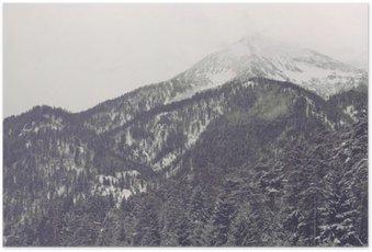 Poster Wolken bewegen over verre bergtop