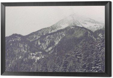 Quadro in Cornice Nuvole che si muovono sopra picco di montagna distante