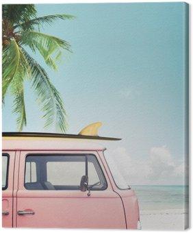 Quadro su Tela Auto d'epoca parcheggiata sulla spiaggia tropicale (mare), con una tavola da surf sul tetto