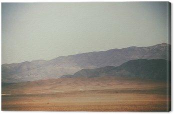 Quadro su Tela Bergspitzen und Bergketten in der Wüste / Spitze Gipfel und Bergketten rauer dunkler sowie hellerer Berge in der Mojave Wüste in der Nähe der Death Valley Kreuzung.