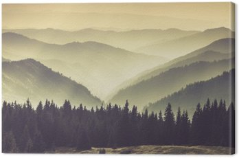 Quadro su Tela Paesaggio di colline montagna nebbioso.