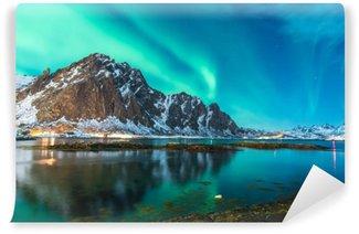 Samolepicí Fototapeta Zelené severní světlo exploze přes fjordu