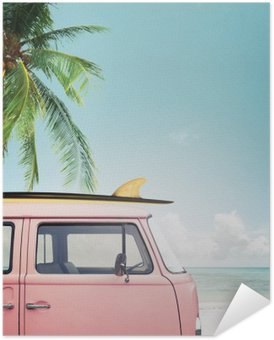 Samolepicí Plakát Vintage auto zaparkované na tropické pláži (moře) s surf na střeše